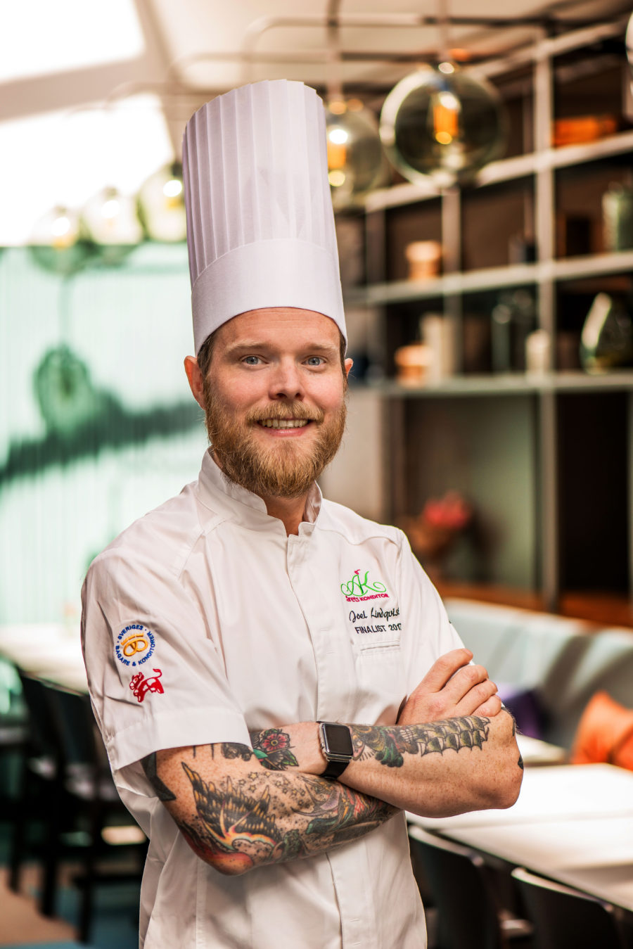 14 december – Dessertmästaren Joel Lindqvist tempererar choklad och gör praliner